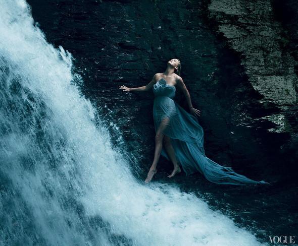 Съёмка: Шарлиз Терон для Vogue. Изображение № 2.