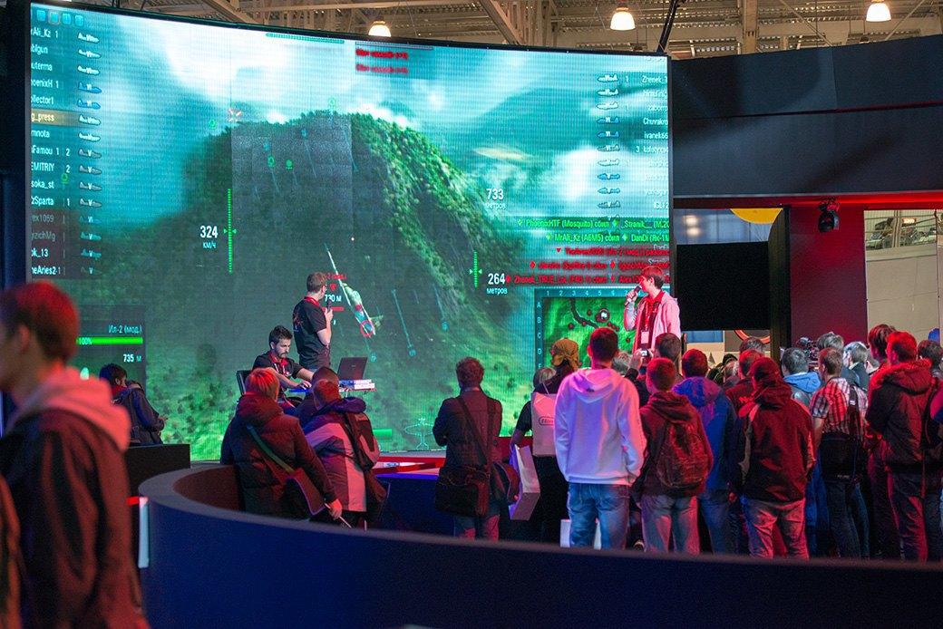 Косплей, киберспортсмены, PS4 и Xbox One на выставке «ИгроМир-2013». Изображение № 21.