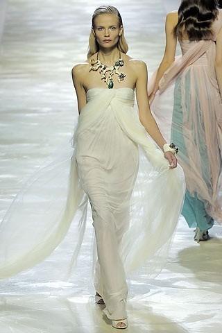 """""""Выбираем свадебное платье!"""" 93 идеи ведущих дизайнеров. Изображение № 14."""