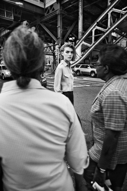 Съёмка: Аризона Мьюз для британского Vogue. Изображение № 11.