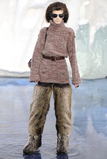 То ли большая, то ли малая медведица: Chanel fall 2010. Изображение № 7.