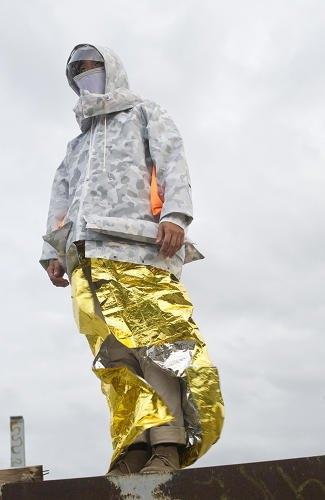 Дизайнер создала куртку для выживания. Изображение № 3.