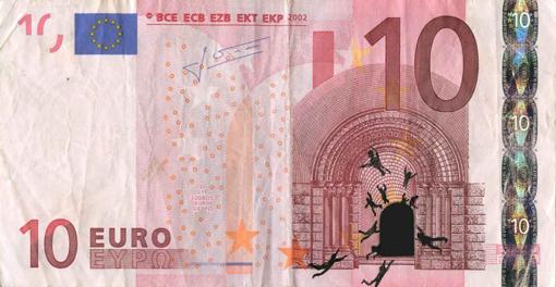 Художник в знак протеста изрисовал банкноты на 3555 евро. Изображение № 10.