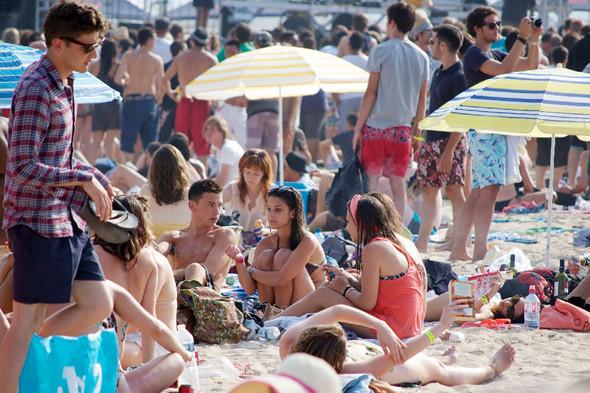 Фестиваль Worldwide на юге Франции: Танцпол у маяка, серфинг и суп из акулы. Изображение №12.