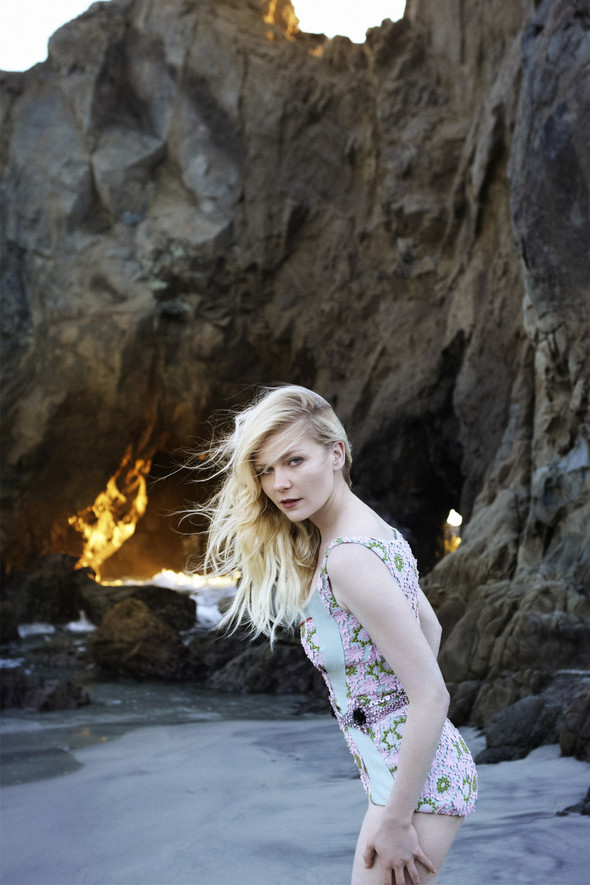 Съёмка: Кирстен Данст для итальянского Vogue. Изображение № 5.