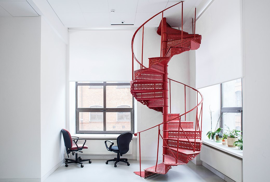 Лестница в никуда и хаски в московском офисе BBDO. Изображение № 7.