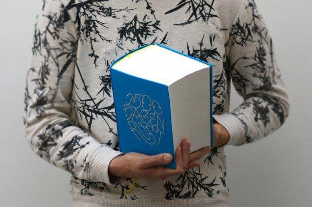 Иллюстратор издал 3,5-килограммовую книгу с 2 500 рисунками . Изображение № 9.