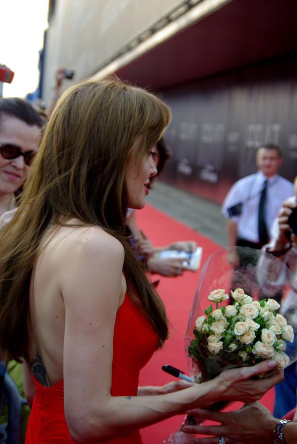 Анджелина нагревает Москву. Изображение № 17.