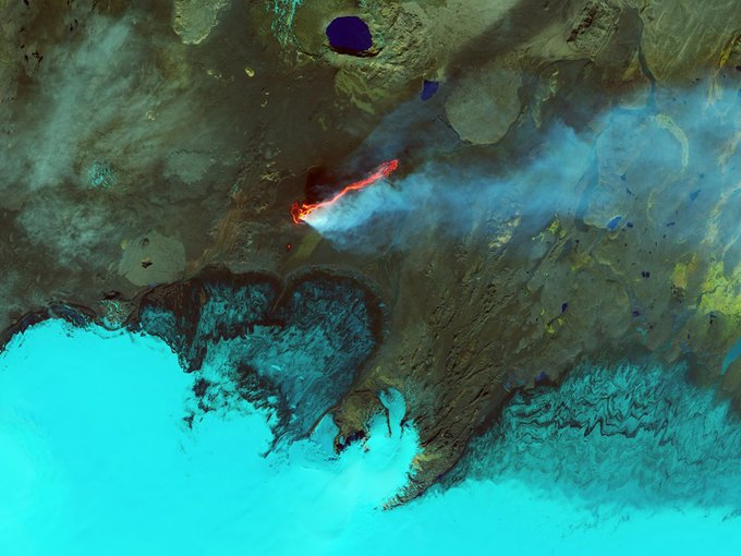 Фото дня: снимки 16-километрового потока лавы со спутника. Изображение № 1.