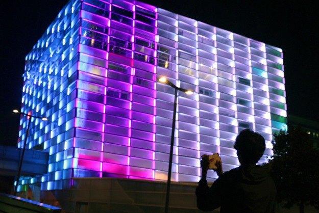 Кубик Рубика управляет освещением здания . Изображение № 1.