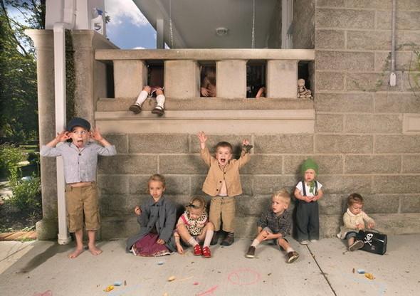 сюрреалистично-реальный мир Фотограф Julie Blackmon. Изображение № 5.