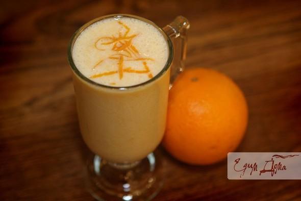 Молочный коктейль с персиками и апельсинами. Изображение №1.