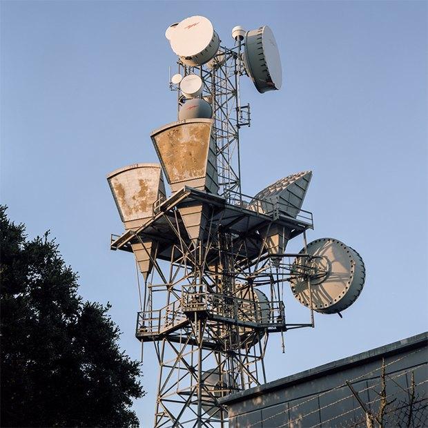 Заброшенные телефонные башни вгорах ипустынях . Изображение № 9.