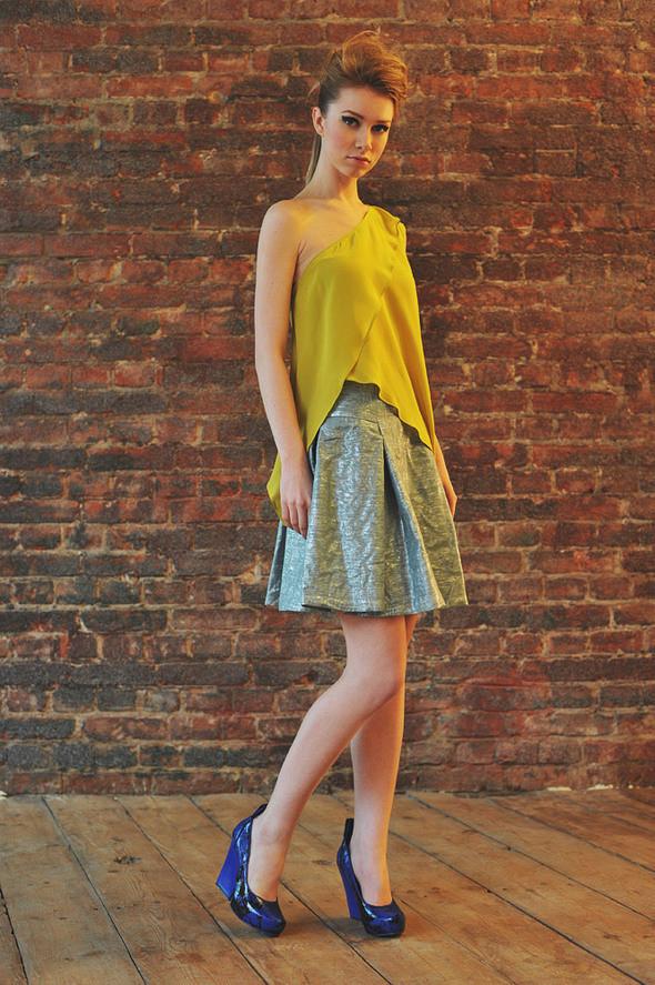 CW11 топ желтый, состав:100% шелк размеры: s  СW51 юбка состав:50% шелк, 50% люрекс размеры: xs, s . Изображение № 16.
