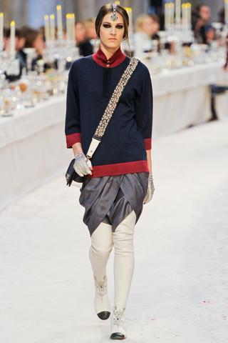 Chanel показали пре-осеннюю коллекцию. Изображение № 24.