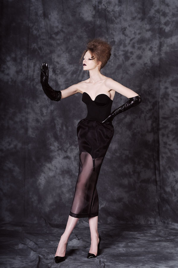 Фотограф: Aydan Kerimli; стиль: Bohemique; макияж: Андрей Шилков; волосы: Наталья Коваленкова; модель: Саша Лусс.. Изображение № 13.
