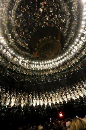 Moncler построили 12-метровую стену из 370 моделей. Изображение № 3.