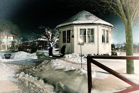 Беседка во дворе отеля Bomans. Изображение № 20.