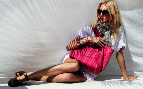 Лукбук: Поппи Делевинь для Louis Vuitton Summer 2012. Изображение № 2.