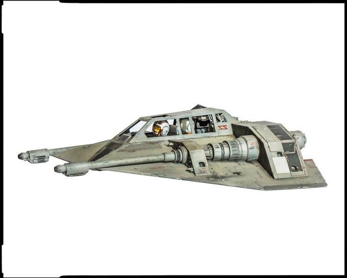Wired сфотографировал реквизит из «Звёздных войн» . Изображение № 15.