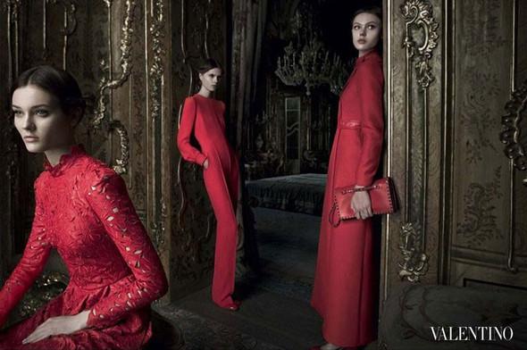 Превью кампаний: Balenciaga, Nina Ricci, Valentino и другие. Изображение № 7.