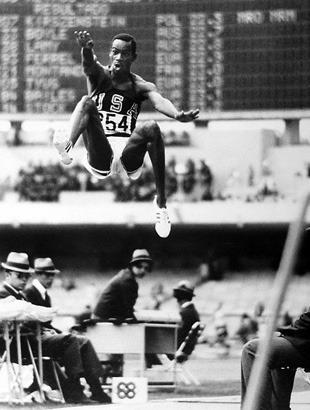 Поймать момент: 20 побед и поражений в истории спорта в фотографиях. Изображение № 9.