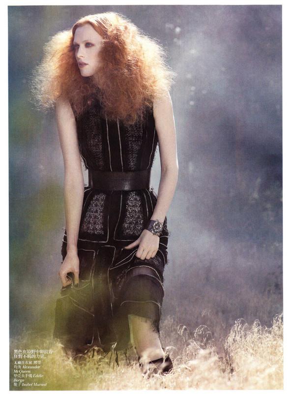 Съёмка: Карен Элсон для китайского Vogue. Изображение № 7.