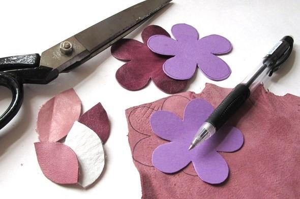 Изображение 2. Брошь-цветок из натуральной кожи.. Изображение № 1.