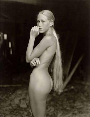 Части тела: Обнаженные женщины на фотографиях 1990-2000-х годов. Изображение №103.