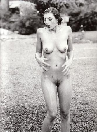 Части тела: Обнаженные женщины на фотографиях 1990-2000-х годов. Изображение №11.