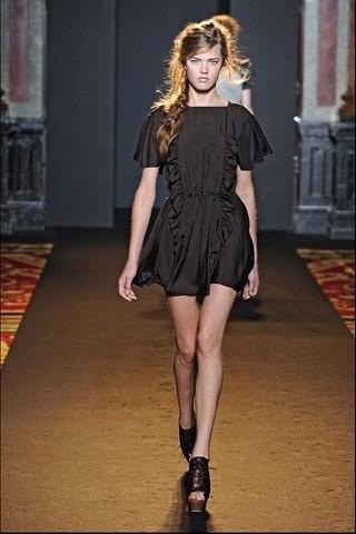Алена Ахмадуллина на Парижской неделе моды. Изображение № 20.