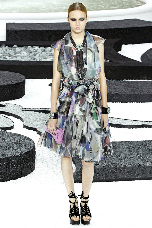 Карл Лагерфельд показал одну из самых красивых коллекций, когда-либо созданных для Chanel. Изображение № 37.