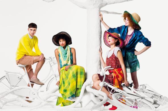 Кампания: United Colors of Benetton SS 2012. Изображение № 3.