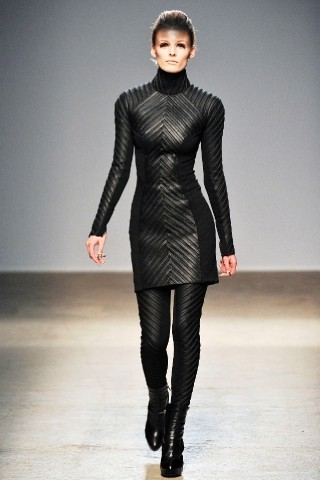 Back to black : Gareth Pugh и Victor&Rolf aw 2010-2011. Изображение № 29.