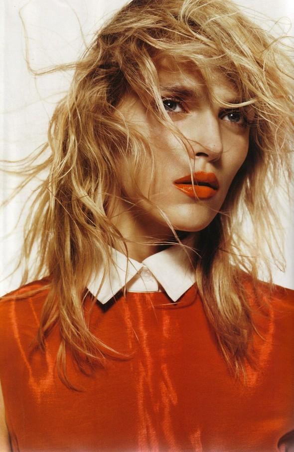 Съёмка: Аня Рубик для британского Vogue. Изображение № 7.