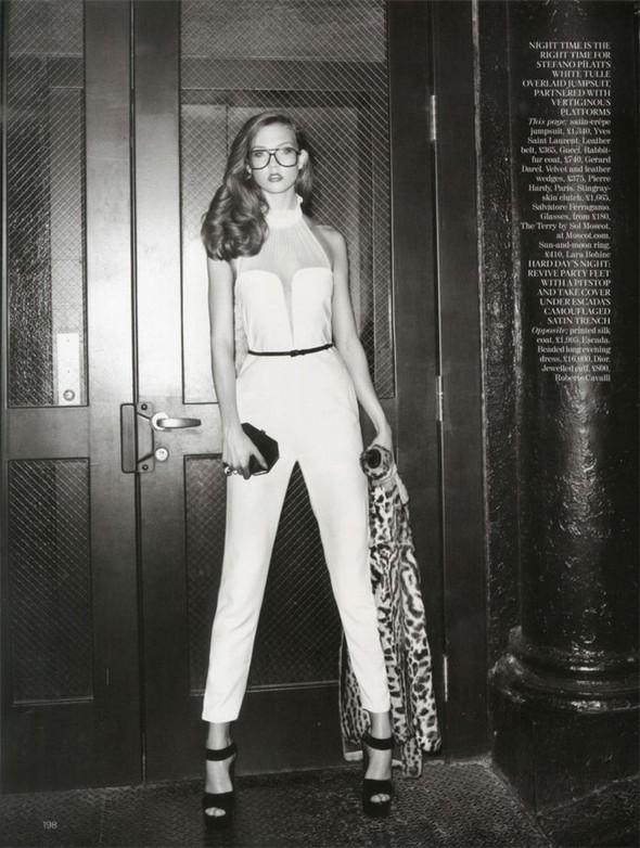 Съемка: Карли Клосс для британского Vogue. Изображение № 5.