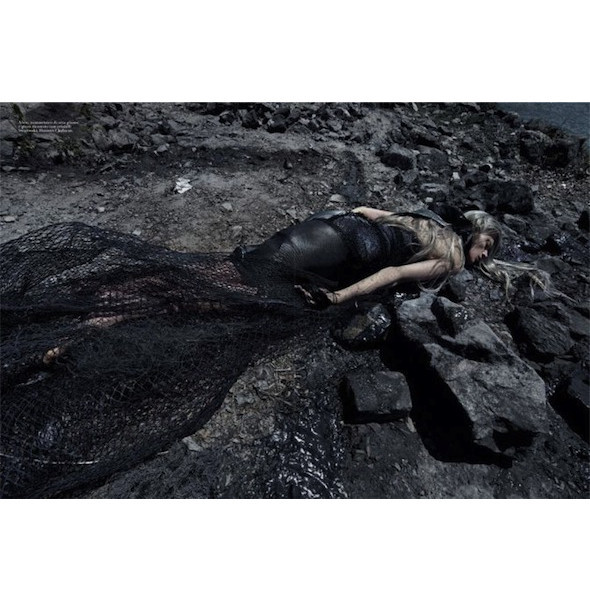 Съемка «Water & Oil» в итальянском Vogue. Изображение № 10.