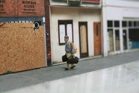 Большая жизнь маленьких людей от Slinkachu. Изображение № 22.