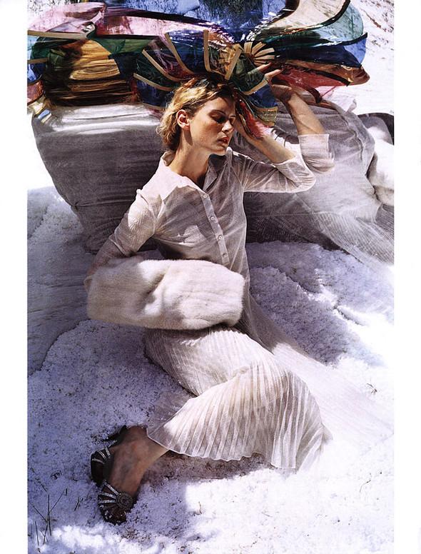 Архивная съёмка: Тим Уокер для Harper's Bazaar, 2000. Изображение № 4.