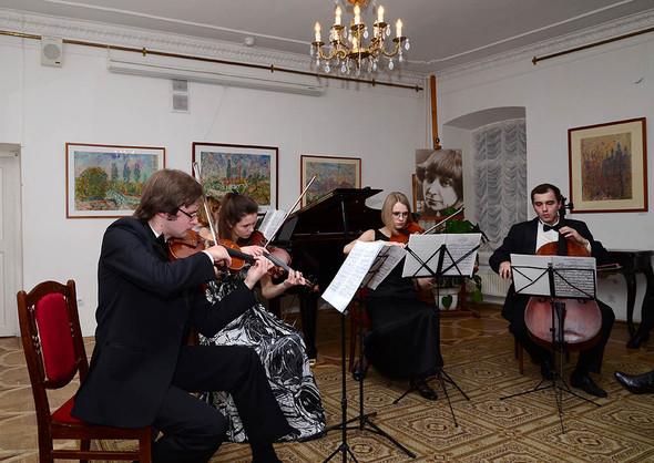 Концерт на вернисаже в музее Марины Цветаевой / Москва. Изображение № 3.
