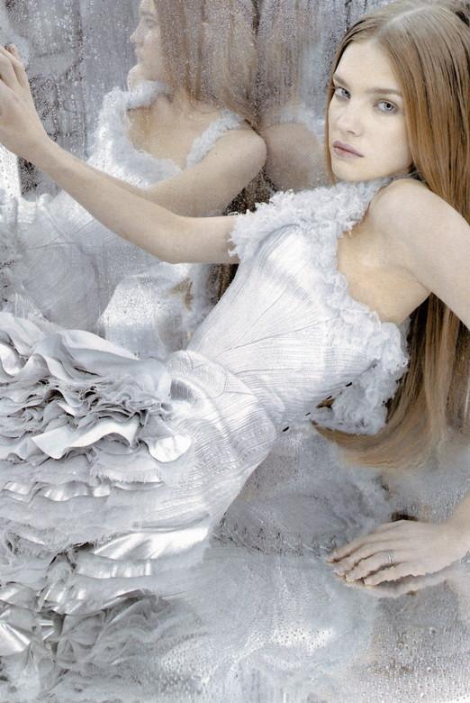 Архивная съёмка: Наталья Водянова в объективе Карла Лагерфельда, 2003. Изображение № 3.