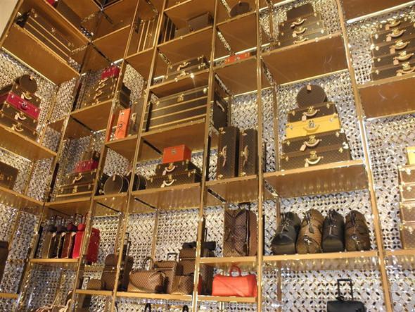 Новые магазины: Louis Vuitton в Риме, Chanel в Москве и Celine в Нью-Йорке. Изображение № 11.