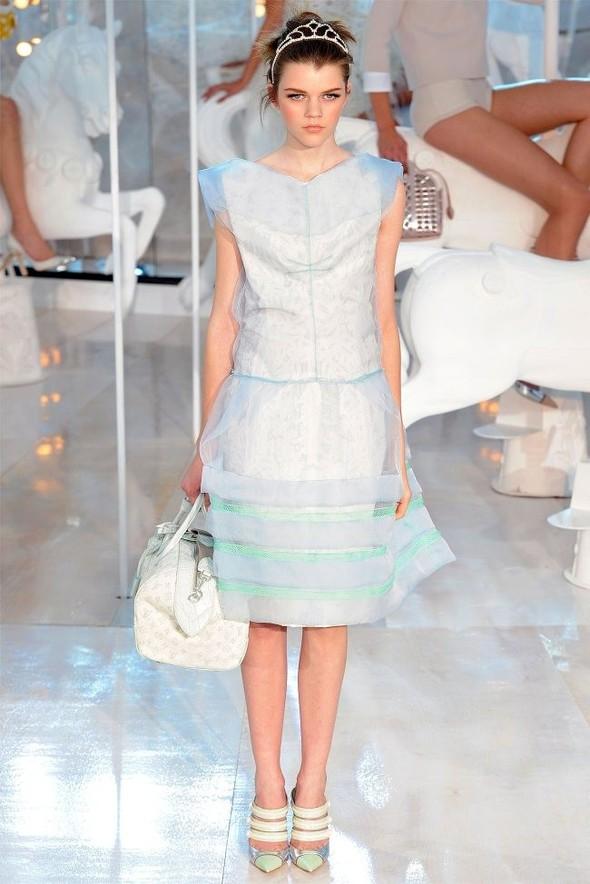 Неделя моды в Париже: Louis Vuitton весна 2012. Изображение № 15.
