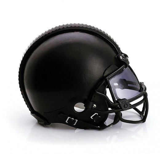 Дизайнеры превратили футбольные шлемы в предметы искусства. Изображение № 5.