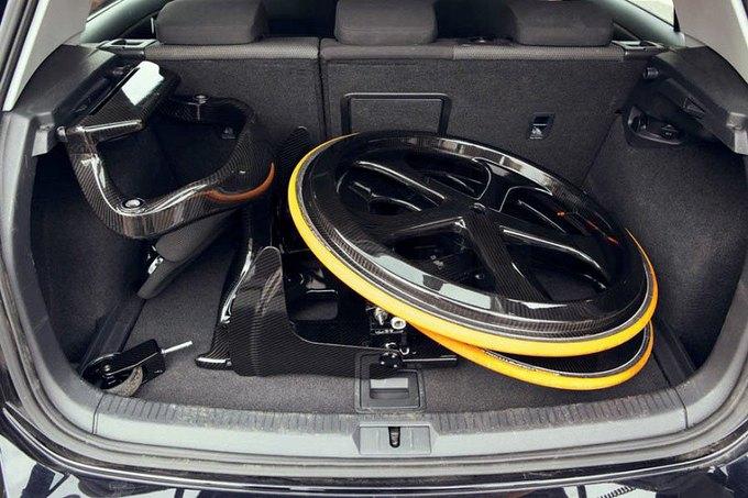 Carbon Black легко помещается в багажник машины. Изображение № 6.