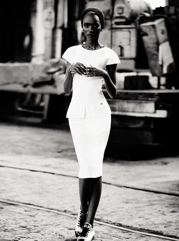 Съёмка: Herieth Paul 4 Dress to Kill Winter 2011 by Max Abadian. Изображение № 4.