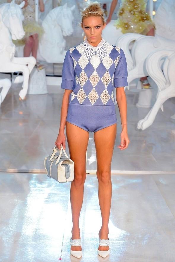 Неделя моды в Париже: Louis Vuitton весна 2012. Изображение № 23.