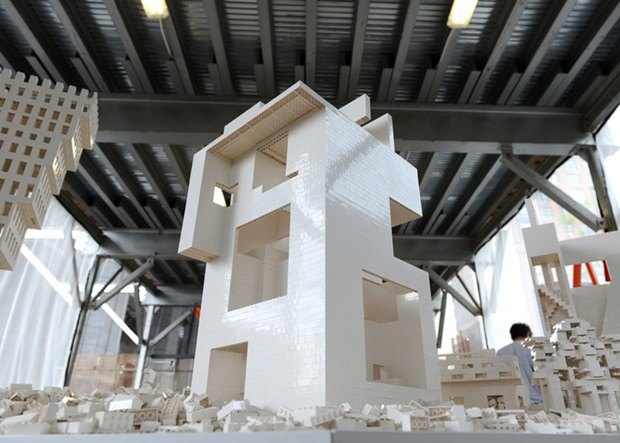 10 архитектурных бюро собрали модели зданий из белого LEGO. Изображение № 16.