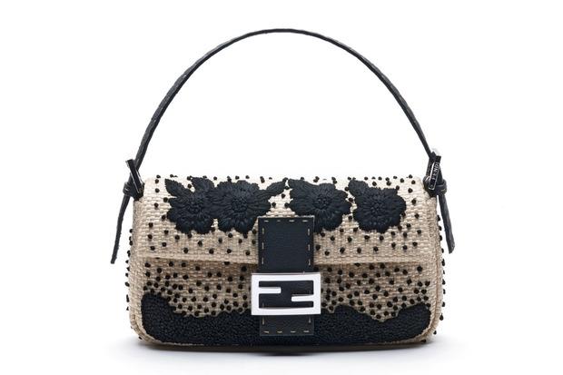 Карл Лагерфельд выпускает коллекцию к юбилею сумки Fendi Baguette. Изображение № 8.