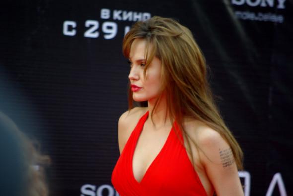 Анджелина нагревает Москву. Изображение № 28.